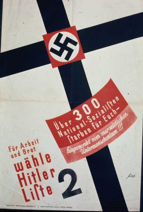 Июль 1932 года. Более 300 национал-социлистов погибли за вас - убиты марксистскими недочеловеками. Ради работы и хлеба, голосуй за Адольфа Гитлера, избирательный список номер 2. Цифра в 300 погибших в уличных драках слегка завышена, но свои жертвы и мученики у нацистов, действительно, были. И, вообще, в политической борьбе в Германии тех времен в ход шли такие весомые аргументы, как кулаки, пивные кружки, ножи, арматура, стволы