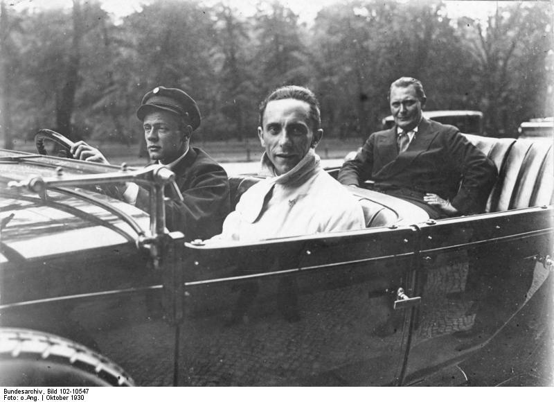 Геббельс и Геринг. 1930