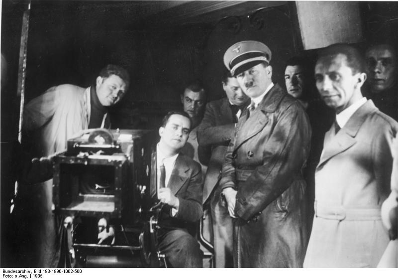 Гебельс и Гитлер на одной из студий киноконцерна UFA. 1935