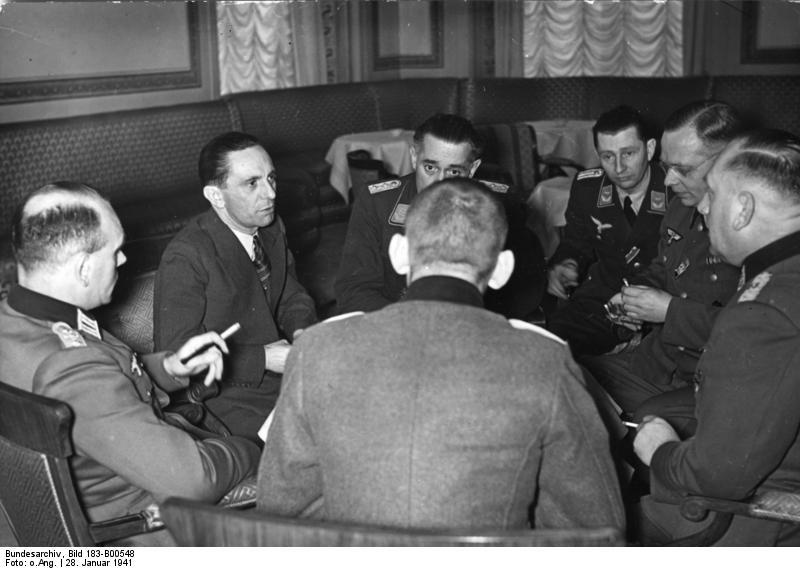 Гебельс обсуждает детали военной пропаганды. 1941