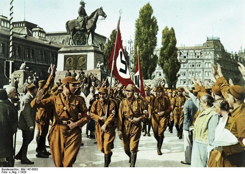 Хорст Вессель во главе своего отряда штурмовиков на партийном съезде в Нюрнберге