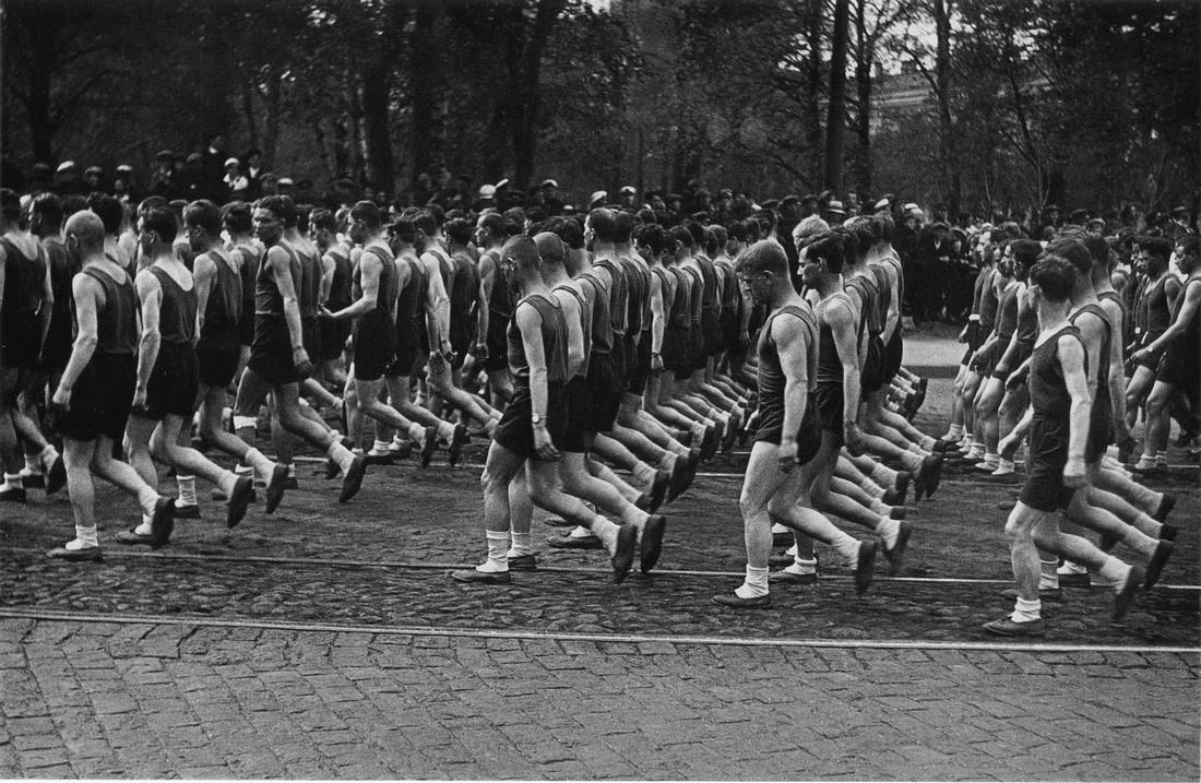 Ленинград, 1933.Колонны физкультурников Союза транспортного машиностроения. Фото В. Федосеева.