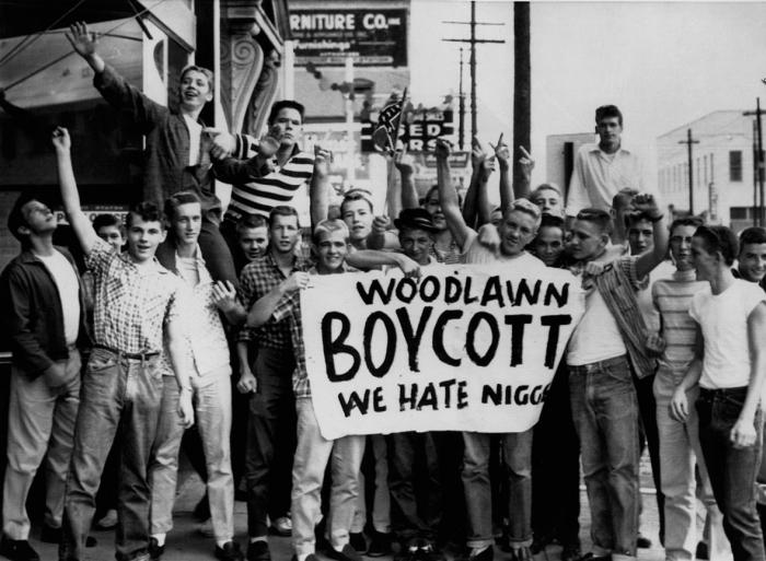 10 сентября 1957 г., Бирмингем, штат Алабама. Протест белых учеников у